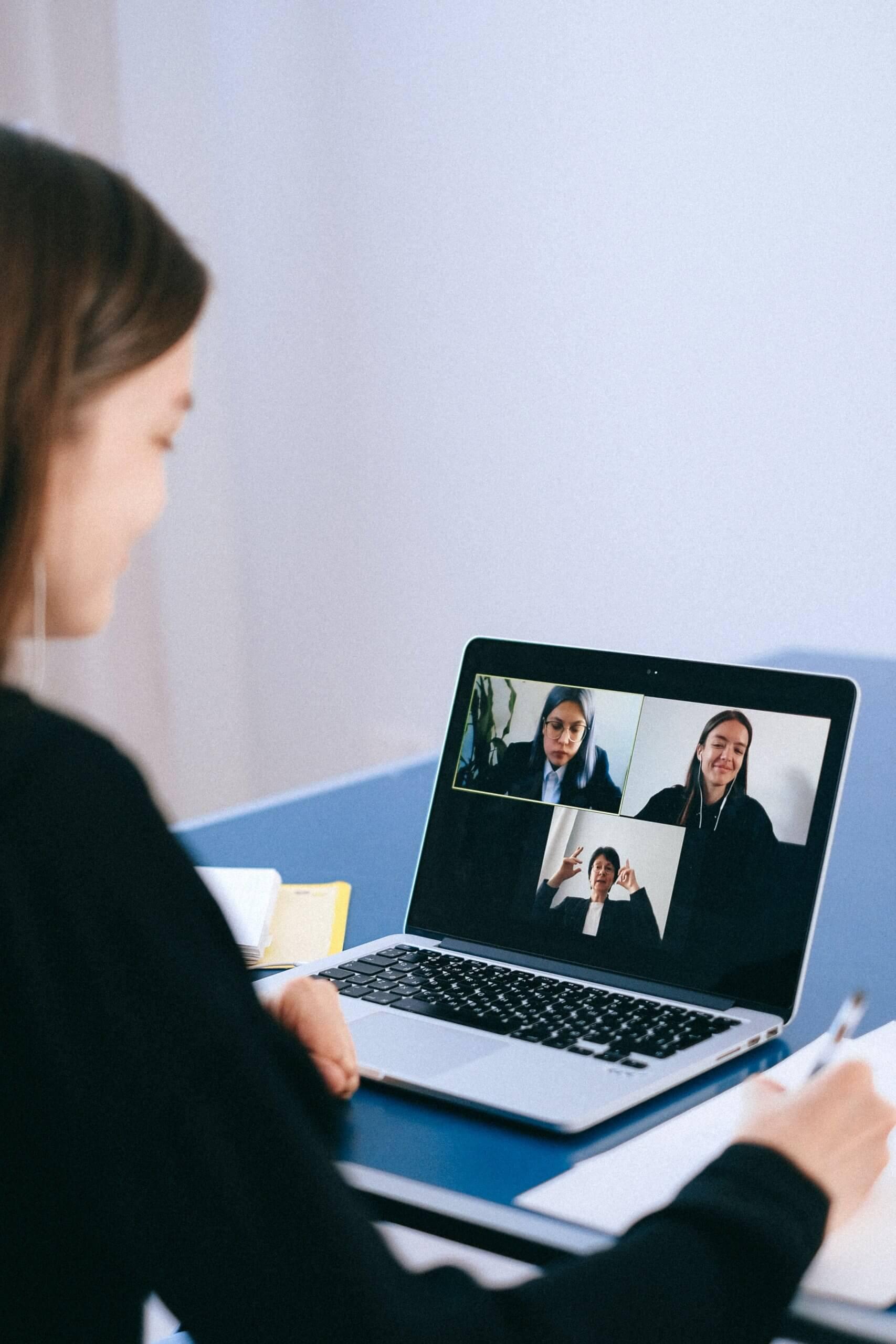 Video klic z zaposlenimi
